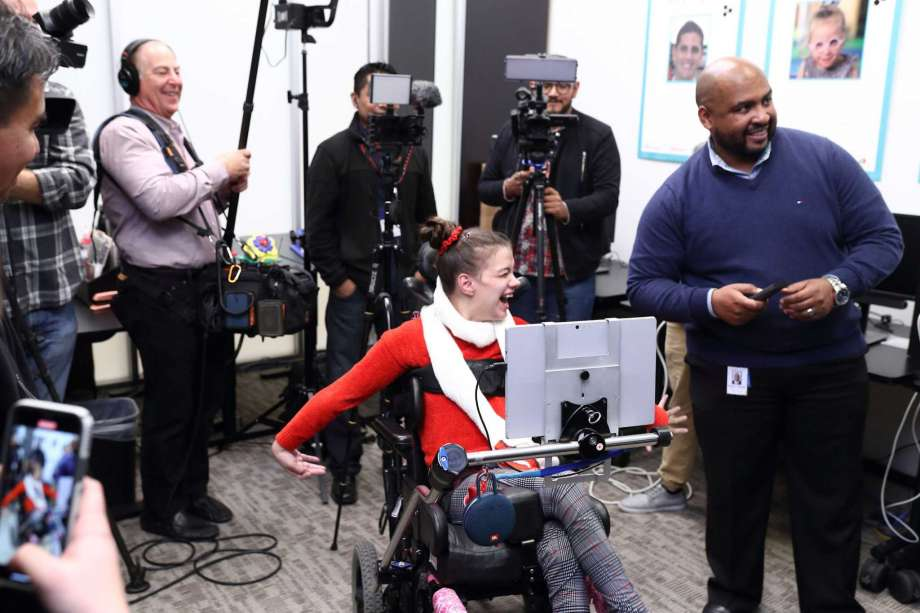 Easter Seals Greater Houston Clients Try Out New TV Technology
